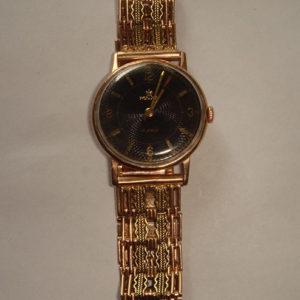 Мужские часы с золотым браслетом — популярные модели