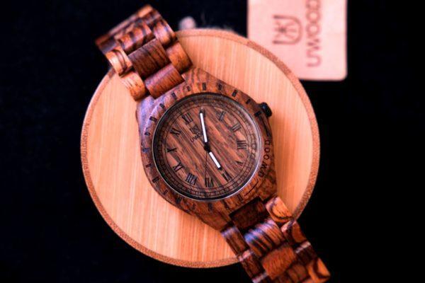 Часы, стилизованные под дерево