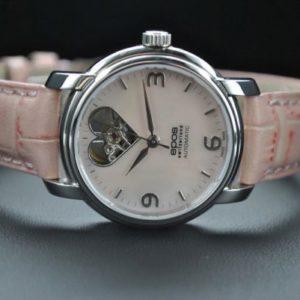 Оригинальный подарок женщине: часы с кожаным браслетом